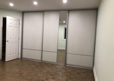 concept de portes coulissantes avec melamine et miroir