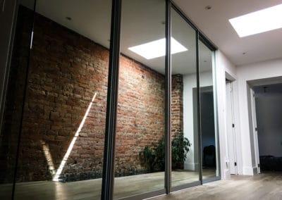 portes coulissantes modernes en mirroir