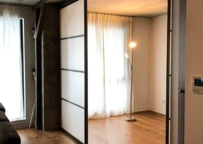 portes coulissantes suspendues givréses pour séparation entre chambres